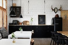 Inspiration for eating in from a fab photo of somewhere to eat out. I'm stealing ideas for my k...