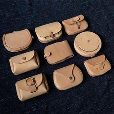 보기 좋은 내 지갑 #가죽공예 #카드지갑 #지갑 #가죽지갑 #동전지갑 #leathercraft #leatherwork #leathergoods Leather Wallet Pattern, Leather Pouch, Leather Tooling, Leather Purses, Leather Handbags, Leather Art, Leather Gifts, Leather Design, Bags For Teens