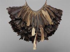 "new guinea ""murse"" String Bag, Arte Popular, Indigenous Art, Feather Necklaces, Ethnic Jewelry, African Jewelry, Tribal Art, Bird Feathers, Headdress"