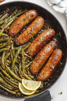 Garlic Butter Sausages with Lemon Green Beans – This easy one-pan recipe is SO delish and IMPOSSIBLE to screw up. Keto and low carb diet approved Hot Sausage Recipes, Bratwurst Recipes, Pork Recipes, Low Carb Recipes, Diet Recipes, Cooking Recipes, Healthy Recipes, Healthy Treats, Crab Recipes