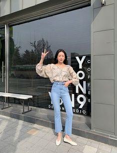 Korean Fashion Work, Korean Fashion Trends, Korea Fashion, Korean Style, Teen Fashion Outfits, Denim Fashion, Fashion Pants, Women's Fashion, Japanese Outfits