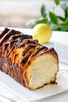 Brioche à effeuiller au citron (Pull apart bread) - Empreinte Sucrée French Cake, Pull Apart Bread, Yummy Food, Tasty, No Bake Treats, Sweet Bread, Muffins, Baked Goods, Pains
