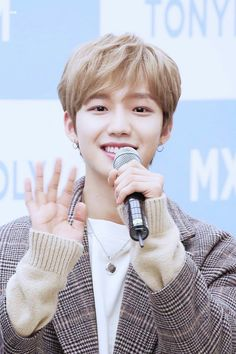 #LimYoungmin - Tonymoly Fansign - 171220 Im Youngmin, Basketball Skills, Produce 101 Season 2, Summer Memories, Kpop, My One And Only, Korean Men, Mix N Match, Music Awards