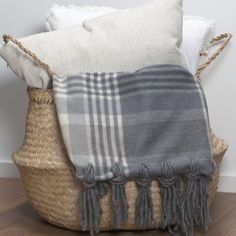 No-Sew Tassel Blanket #blanket #Winter #nosew #nifty