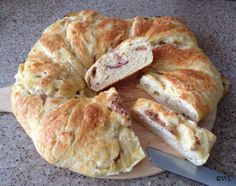 Savoury brioche couronne - Kookgek Wilma Paleo Recipes, Sweet Recipes, Cooking Recipes, Paul Hollywood Bread, British Baking, Quick Bread, Prosciutto, What To Cook, No Bake Cake