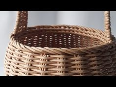 Cane Baskets, Wicker Baskets, Basket Weaving Patterns, Diy And Crafts, Paper Crafts, Simple Borders, Newspaper Basket, Paper Weaving, Song Of Style