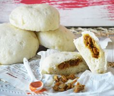 Bapao met pittige kipvulling. Een heerlijk gestoomd broodje met een vulling van…