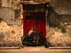Painter and street artist Ernest Zacharevic worked on new wall pictures in Malaysia. His paintings are showing mischievous children interacting with their physical surroundings: an old bicycle, a motorcycle, or even windows on the side of a building