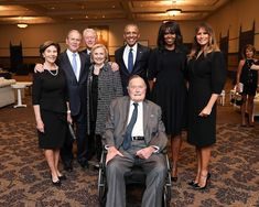 Laura Bush,Hillary Clinton,Michelle Obama and Melania Trump,posing with their husbands (minus Trump) and former POTUS George Bush,after the funeral for Barbara Bush. Barbara Bush, Laura Bush, Michelle Obama, Bush Family, Past Presidents, American Presidents, First Lady Melania Trump, Iconic Photos, World Cultures