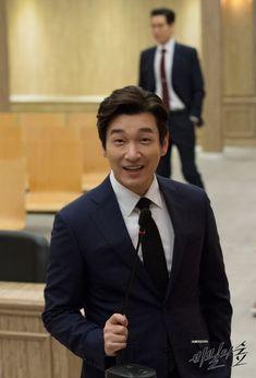 튀김검사 황시목 검사님을 덕질해보자! (feat.연기천재 조배우님) : 네이버 블로그 Darth Vader Head, Vader Star Wars, Asian Actors, Korean Actors, Netflix, Kdrama Actors, Gong Yoo, Fine Men, Celebrity Crush