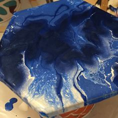 I used three metallic blues and one pearl white acrylic on this coaster. All paints were thinned with Floetrol and water. I put a base coat of white then applied blobs of blues. Using a hair dryer and then a silicon straw, I moved the paint around until I liked the pattern. The silicon straw gives a lot of freedom in directing the flow of air as I blow. #fluidart #coasters #acrylic #floetrol Wine Stoppers, Base Coat, White Acrylics, Metallic Blue, Resin Art, Hair Dryer, Pearl White, Flow, Coasters