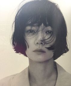 portrait コ bob hair Portrait Inspiration, Character Inspiration, Hair Inspiration, Pretty People, Beautiful People, Corte Y Color, Portraits, Woman Face, Pretty Face
