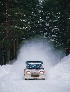 Juha Kankkunen/Juha Piironen in action in the Peugeot 205 Group B car at the 1986 Rally Sweden. Audi Quattro, Sport En France, Rallye Wrc, Snow Party, Rally Raid, Motosport, Car And Driver, Vintage Racing, Sport Cars