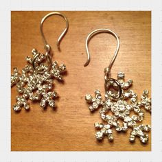 Glittering Snowflakes by MarlenesCraftHouse on Etsy