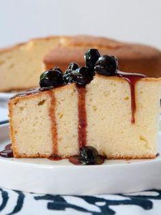 Greek yoghurt cake with sweet stewed blueberries Greek Desserts, Greek Yogurt Recipes, Greek Yoghurt, Flan, Cake Recipes, Dessert Recipes, Breakfast Recipes, Nutella Cake, Delicious Deserts