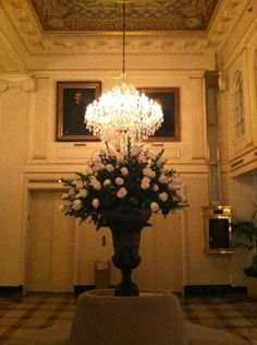 'new orleans french quarter hotel lobby floral arrangements' | Foto de Hotel Monteleone, Nueva Orleans: The Pecan Crusted Trout was ...