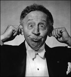 Arthur Rubinstein the noted pianist in a non typical moment. Arthur Rubinstein, Viktor Frankl, Philippe Halsman, Classical Music Composers, Famous Musicians, Old Music, People Of Interest, Music Humor, Music People