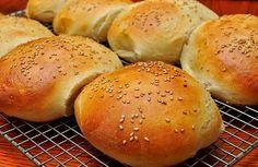 Des petits pains à burger au sésame