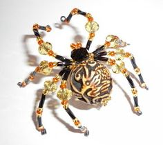 WireWorkers Guild - Love these spiders Spider Crafts, Spider Art, Wire Jewelry, Jewelry Crafts, Handmade Jewelry, Jewellery, Jewelry Ideas, Christmas Spider, Christmas Ideas