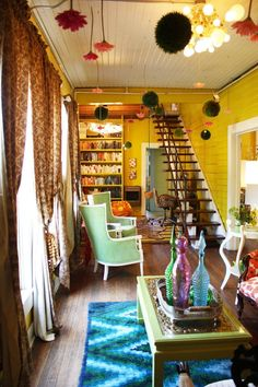 Elizabeth's Colorful and Adventurous House