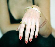 I like her nails, wish I could do mine like that