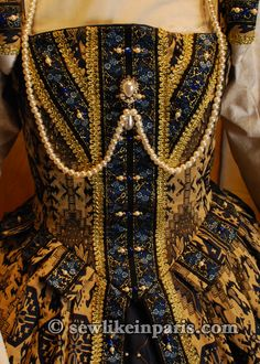 lynn mcmasters partlet | Tudor Period Gown with Removable Sleevesdesigned by Jessica Brandon Renaissance Mode, Renaissance Fair Costume, Medieval Costume, Renaissance Clothing, Renaissance Fashion, Medieval Dress, Historical Clothing, Historical Photos, Elizabethan Clothing