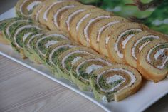 Roulé tricolore à la crème de fromage Hot Dog Buns, Creme, Sushi, Ethnic Recipes, Food, French, Finger Foods, Grated Cheese, Cooker Recipes