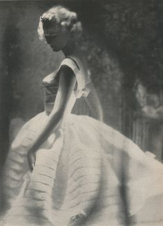Photo by Lillian Bassman for Harper's Bazaar, 1958 - Elegante Vintage Glamour, Vintage Beauty, Vintage Fashion Photography, Art Photography, Bridal Photography, Artistic Photography, Top Fashion Magazines, Harper's Bazaar, Mode Vintage