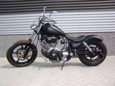 Honda Shadow Bobber, Honda Bobber, Yamaha Cafe Racer, Bobber Bikes, Old Motorcycles, Bobber Motorcycle, Bobber Chopper, Harley Davidson Motorcycles, Yamaha Virago