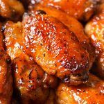 Slow Cooker Honey Buffalo Wings - The Chunky Chef Slow Cooker Recipes, Crockpot Recipes, Cooking Recipes, Cooking Bacon, Crockpot Dishes, Healthy Recipes, Sauce Recipes, Spicy Honey, Sweet And Spicy