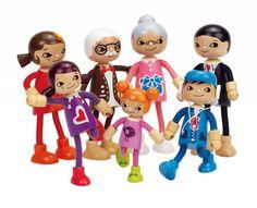 De Hape Moderne Familie is een vrolijke familie en past in elk poppenhuis. De Moderne Familie is flexibel en staan stevig op de grond.
