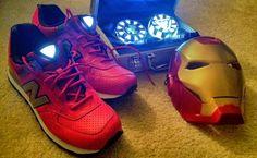 giày new balance nền đỏ dây vàng