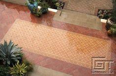 Los mosaicos de cemento de diseño Chantilly de Granada Tile son impresionantes en exteriores