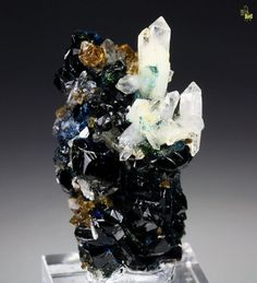 sarahmagdalena:    A mix of Lazulite, Siderite and Quartz. Love it!