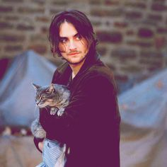 Landon Liboiron Ahh men with cats. Maybe that should be another board?? Kayla? Hemlock Grove got so ridiculous I quit watching second season, but sometimes I think I should try to finish it, since this cutie is in it. -Sara♥