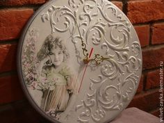 Photo inspiration only Pottery Painting, Fabric Painting, Painting On Wood, Unusual Clocks, Cool Clocks, Clock Art, Diy Clock, Homemade Art, Decoupage Art