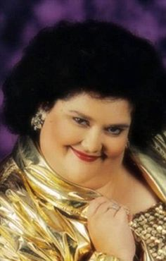 glamour shots gone bad -- but since when were glamour shots any good?  HILARIOUS.