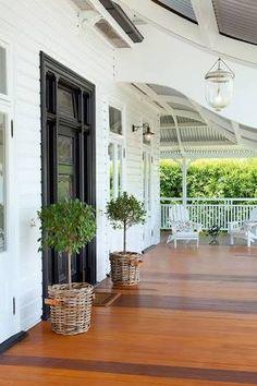 Design Space - Bold Entrance Queenslander - Queenslander Homes Queenslander House, Weatherboard House, House With Porch, House Front, Front Verandah, Front Porches, Building A Porch, Facade House, House Facades