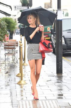 Sexy Girls in Tight Dresses & Skirts : rain Looks Chic, Looks Style, Tight Dresses, Sexy Dresses, Celebridades Fashion, Pernas Sexy, Sexy Rock, Style Feminin, Sexy Women