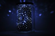 This DIY Constellation Jar Lamp is best for children who study constellations. This can make every bedtime fantastic! Pot Mason, Mason Jars, Diy Galaxie, Cool Diy Projects, Craft Projects, Constellation Jar, Space Crafts For Kids, Diy Luminaire, Guter Rat