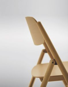 Hiroshima Folding Chair is a minimalist chair designed by Tokyo-based designer Naoto Fukasawa. This year, the Maruni Collection marks its 6th year since it was announced in 2008. The folding chair was designed under the direction of Naoto Fukasawa, and continues its dedication toward fine Japanese wood craftsmanship. The chair is available in either beech wood or oak. (2)