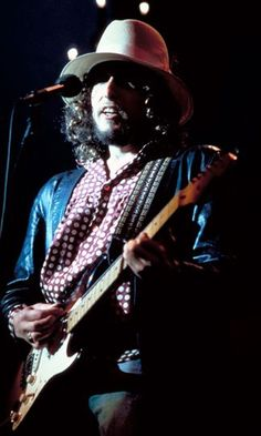 Bob Dylan, from The Last Waltz. If I could find a shirt like this one, I'd wear it.