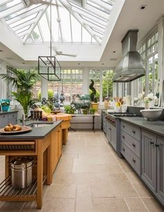Best Conservatory Kitchen Ideas - Home Decor Design Conservatory Kitchen, Greenhouse Kitchen, Conservatory Ideas, Greenhouse Plans, Greenhouse Attached To House, Conservatory Interiors, Conservatory Extension, Window Greenhouse, Conservatory Furniture