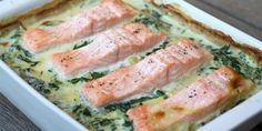 Laks i ovn med spinat Super easy recipe for salmon in oven with spinach and potatoes in a nice creamy sauce. Healthy Salmon Recipes, Good Food, Yummy Food, Shellfish Recipes, Food Is Fuel, Fish Dishes, Clean Eating Snacks, Gourmet Recipes, Creme