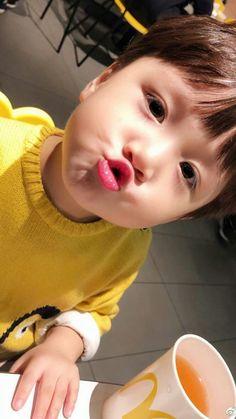 Cute Asian Babies, Korean Babies, Asian Kids, Cute Babies, Cute Baby Girl Pictures, Cute Baby Boy, Cute Little Baby, Little Babies, Dad Baby