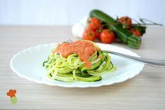 Spaghetti di zucchine, la ricetta per preparare un piatto estivo senza cottura fresco e saporito