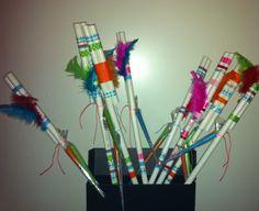 #Nostalgie #PVC buis #papieren pijltjes schieten Minute To Win It, Boys Playing, Diy For Kids, Incense, Hawaii, Sombreros, Buxus