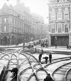Track laying for the Nottingham electric tram system, about Nottingham had horse drawn trams from 1878 until January when the first electric trams started operating. Nottingham City Centre, Nottingham Uk, History Photos, Train Tracks, Historical Pictures, Old Photos, The Past, Street View, Family History