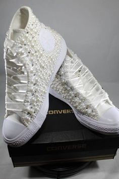 ( link) Bridal Converse- Wedding Converse- Bling Pearls Custom Converse Sneakers- Personalized Chuck Taylors- All Star Converse Sneakers- Bride by DivineUnlimited on Etsy Zapatos Bling Bling, Bling Shoes, Prom Shoes, Bling Wedding Shoes, Wedding Sneakers, Bridal Shoes, Bling Inverse, Chuck Taylors Wedding, Converse Brillantes