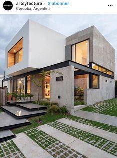 Ciento cinco House designed by JAM Studio Arquitectos & Ivanna Cresta. Modern Architecture House, Residential Architecture, Modern House Design, Amazing Architecture, Architecture Design, Architecture Interiors, Amazing Buildings, Modern Exterior, Exterior Design
